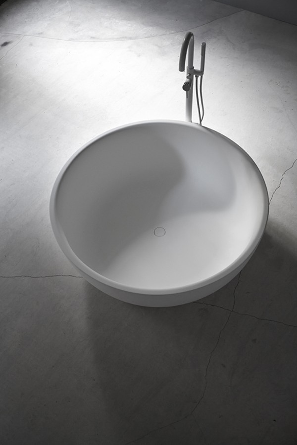 Moon Solidsurface Freestanding Bathtub