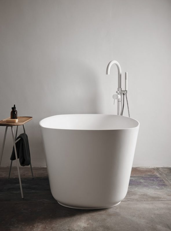 Vesta Solidsurface Freestanding Bathtub