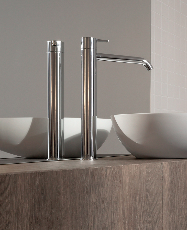 Code Glossy Chrome Top Mounted Tap